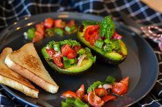 Ripe Avocado, Avocado Toast, Celery Salad, Walnut Salad, Romanian Food, Throw A Party, Middle Eastern Recipes, Salad Bowls, Bacon