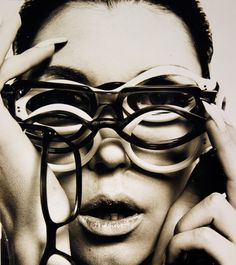 Faszination Fashionfoto: Guy Bourdin Retrospektive  - https://blog.opus-fashion.com/faszination-fashionfoto-die-guy-bourdin-retrospektive/