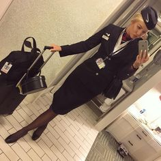 Home time ✈️ Flight Attendant Hair, British Airways Cabin Crew, Stewardess Costume, Airline Uniforms, Pantyhose Outfits, Pantyhose Legs, Female Pilot, Military Women, Girls Uniforms
