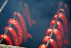 Lužnická klobása How To Make Sausage, Sausage Recipes, Poultry, Homemade, Canning, Meat, Food, Syrup, Backyard Chickens
