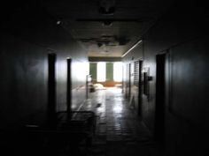 creepy_hospital_interior.jpg (400×300)