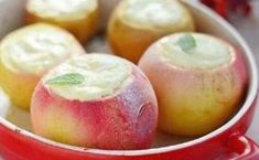 Baked apples with cottage cheese is so basic a dish, what to cook them can even be a child or very far from cooking. Dessert this healthy and low fat, Healthy Fruit Desserts, Healthy Dessert Recipes, Fruit Recipes, Healthy Baking, No Bake Desserts, Baby Food Recipes, Cooking Recipes, Baking With Honey, Dessert Aux Fruits