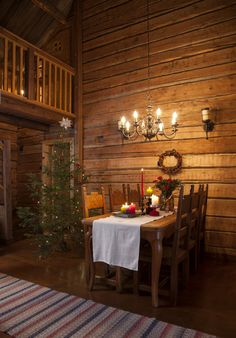 softly lit dining for that warm Christmas atmosphere Primitive Christmas Tree, Scandinavian Christmas, Scandinavian Home, Rustic Christmas, Christmas Home, Christmas Kitchen, Rustic Home Design, Cottage Design, Tiny Log Cabins