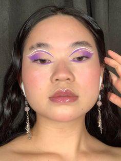 Purple cut crease with some graphic liner : MakeupAddiction Edgy Makeup, Purple Makeup, Makeup Eye Looks, Eye Makeup Art, No Eyeliner Makeup, Cute Makeup, Pretty Makeup, Colorful Makeup, Makeup Inspo