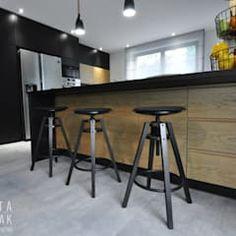 Lirowa industrialna kuchnia od kodo projekty i realizacje wnętrz industrialny   homify Bar Stools, Kitchen, Table, Furniture, Home Decor, Kitchens, Environment, Houses, Living Room