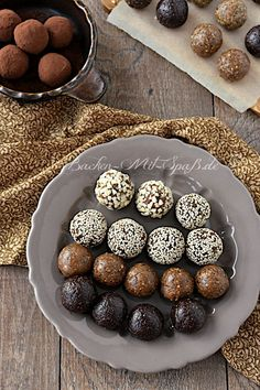 Energy balls recipe - Recipe for energy balls. Healthy chocolates, energy balls made from dried fruit and nuts. They are - Nutritious Smoothies, Fruit Smoothies, Smoothie Recipes, Kefir Recipes, Energy Balls, Eating Plans, Food Items, Fruits And Veggies, Healthy Snacks