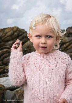 Tirilgenser til Barn Ravelry, Vogue Knitting, Quick Easy Meals, Knit Crochet, Flower Girl Dresses, Turtle Neck, Wedding Dresses, Blog, Sweaters