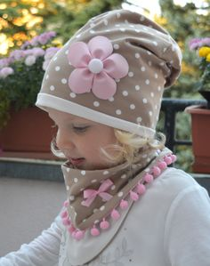 Beautiful beanie made of soft cotton jersey for turning. One side - White dots on a cream beige background, the other side - Cream and . Sewing For Kids, Baby Sewing, Baby Dress Patterns, Kids Hats, Sewing Clothes, Kind Mode, Kids Wear, Baby Hats, Kids And Parenting