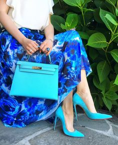 "1,353 Me gusta, 66 comentarios - @panthere_instyle en Instagram: ""Some blues for you today... shoes #sokate #christianlouboutin skirt #fuzzi bag #hermes #kelly in…"""