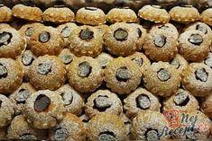 Plněné mini bábovičky | NejRecept.cz Doughnut, Minis, Muffin, Cookies, Breakfast, Desserts, Food, Biscuits, Crack Crackers