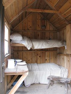 I adore this micro cabin. It would be awesome to build something like this on a flatbed trailer.