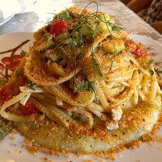 Linguine con Alici, Zucchine, Pomodorini, e mollica profumata con finocchietto selvatico