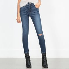 ZARA SKINNY CROPPED JEANS WITH KNEE SEAM Jeans. Straight cut. High-waist. Ripped knee.        73% cotton, 25% polyester, 2% elastane.                    These are sooo nice!!!! Zara Jeans