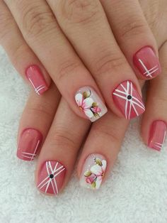 Do you like this pink floral nail art??  #floralnailart #floralnails #floralnaildesigns #pinknailart