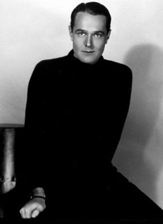 William Haines, one of the first openly gay actors in Hollywood Hollywood Men, Hollywood Glamour, Classic Hollywood, Hollywood Fashion, Hollywood Stars, Silent Screen Stars, Silent Film Stars, Movie Stars, Orry Kelly