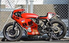 A garage for special motorcycles and cafe racers Retro Motorcycle, Cafe Racer Motorcycle, Classic Motorcycle, Yamaha Motorbikes, Inazuma Cafe Racer, Cool Cafe, Cool Motorcycles, Honda Cb, Vintage Racing