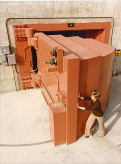 This 1979 photo is of a woman at the U. Department of Energy's Lawrence Livermore National Laboratory (LLNL) opening a pound ton) door. Doomsday Bunker, Underground Shelter, Vault Doors, Parade Of Homes, Vaulting, Idaho, Survival, History, Arquitetura