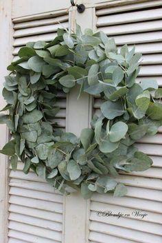 eucalyptus wreath - Lilly is Love Xmas Flowers, Hanging Flowers, Christmas Home, Christmas Wreaths, Corona Floral, Farmhouse Garden, Farmhouse Decor, Eucalyptus Wreath, White Fireplace