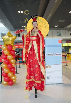 Chinese themed stilts to hire for weddings, corporate events and parties to give guests a warm welcome as they arrive at your Chinese New Year Event  Tel: 020 3602 9540 available to hire across MANCHESTER, STAFFORDSHIRE, BIRMINGHAM, BRISTOL, BRIGHTON & LONDON http://www.calmerkarma.org.uk/Chinese-Themed-party-entertainment.htm
