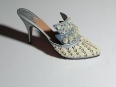 Just The Right Shoe ~ FROSTED FANTASY ~ 1999 RAINE ~ Retired