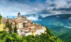 If you want an authentic Italian experience, try the lesser-known Umbria region. It holds 4 wonderful cities in Italy that are easy to get to by train. Rome Vacation, Cities In Italy, Living In Italy, Italy Holidays, Medieval Town, By Train, Small Towns, Italy Travel, Touring