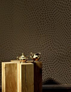 £21.62 Price per roll (per m2 £4.06), Geometrical wallpaper, Carrier material: Non-woven wallpaper, Surface: Tactile relief effect, Look: Matt pattern, Shimmering base surface, Design: Graphic elements, Hexagons, Basic colour: Golden brown, Pattern colour: Pale brown, Characteristics: Good lightfastness, Low flammability, Strippable, Paste the wall, Wash-resistant
