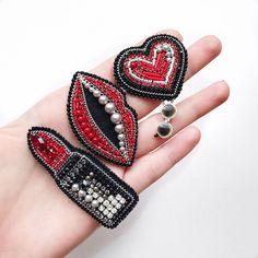 168 отметок «Нравится», 7 комментариев — @kaunista_jewelry в Instagram: «Дополнили губами возможен повтор, но без очков на сердечке ❣️ #брошьгубы #брошь #сетброшей…»