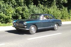 Pour ce jeudi sur #BonjourLaVieille, une #Peugeot #404 #coupé