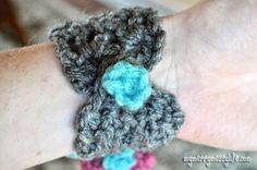 Crochet Bracelet Cuff – V-Stitch {free crochet pattern}. Can add a detachable flower