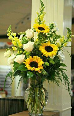 Flower Arrangements Simple Table Vase | Tags: flower arrangements for weddings, flower arrangements images, flower arrangements near me, flower arrangements diy, flower arrangements with roses #flowerarrangement #flowerarraingin #flowerarranger