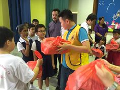 Skudai #LionsClub (Malaysia) distributed new school uniforms and shoes to children