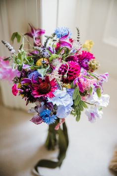 Wildflower bouquet in vibrant colors. Photo: Dasha Caffrey Photography Fly To Thailand, Best Man Duties, Perfect Wedding, Our Wedding, Bridesmaid Bouquet, Bridal Bouquets, Garden Wedding, Getting Married, Real Weddings
