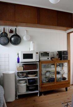 Studio Apartment Decorating, Apartment Interior, Cozy Kitchen, Kitchen Living, Kitchen Furniture, Kitchen Interior, Kitchen Organisation, Wood Interiors, Home Kitchens