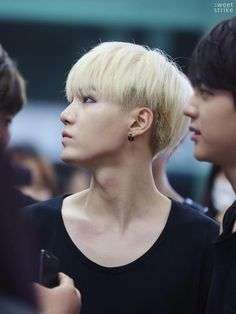 Min Yoongi and his perfectly photogenic figure. That neck though... #bts #suga