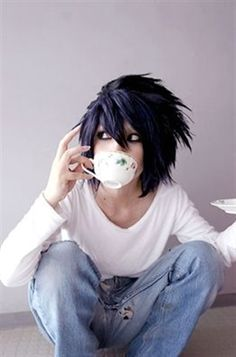 Lawliet (L) cosplay - Death Note Cosplay Anime, Epic Cosplay, Cosplay Makeup, Amazing Cosplay, Cosplay Outfits, Cosplay Costumes, Death Note Near, L Death Note, Death Note Cosplay