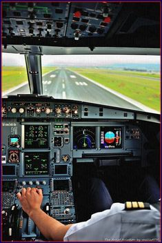Learning how to land an airplane is often seen as the hardest part of pilot training by students. Aviation World, Aviation Art, Aviation Quotes, Aviation Fuel, Civil Aviation, Airplane Flying, Airplane Art, Boeing 737 Cockpit, Airplane Wallpaper