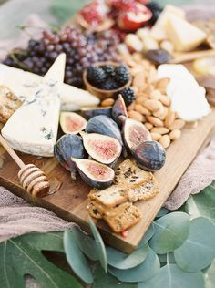 Wedding Food Buffet Rustic Cheese Boards For 2019 Cheese Table, Wine Cheese, Cheese Platters, Charcuterie Display, Charcuterie Board, Charcuterie Cheese, Cheese Board Display, Wedding Buffet Food, Food Buffet