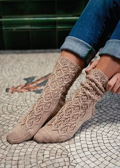 Unique knitting pattern for socks. These socks are beautiful and look like they came from a boutique! Ravelry: Regency Socks pattern by Rachel Gibbs Knitting Stitches, Knitting Socks, Hand Knitting, Vintage Knitting, Knitting Machine, Crochet Socks, Knit Crochet, Knitted Slippers, Crochet Granny