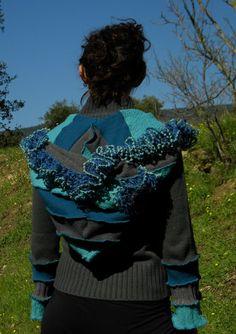 Gilet gris et bleu à capuche