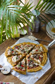 Receta: Pizza vegana con base de avena y boniato, con boloñesa d lentejas, champiñones y espinacas. Other Recipes, Real Food Recipes, Vegan Recipes, Cooking Recipes, Pizza Vegana, Veggie Dinner, What To Cook, Vegan Dinners, Vegetable Pizza