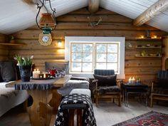 INTIMT ALLROM: At hytta er liten og enkel, gjør at familien kommer tettere på hverandre og er mer sammen enn hjemme. (FOTO: Per Erik Jæger)