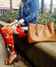 Love this look for summer! Print pants, denim jacket, fabulous bag...