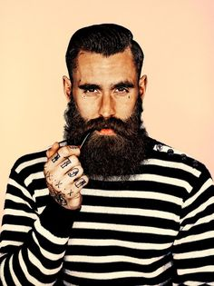 Ricki Hall is a model known for his numerous tattoos and his large beard, but now is known for taking fashion inspiration from the homeless. Best Beard Growth, Beard Growth Oil, Beard Oil, Sexy Bart, Ricki Hall, Beard Grooming Kits, Great Beards, Hot Beards, Beard Tattoo