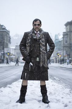 Kilt plus snow. All the northern. Scotish Men, How To Make Skirt, How To Wear, Men In Kilts, Kilt Men, Modern Kilts, Utility Kilt, Man Skirt, Mens Fashion