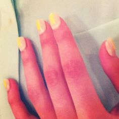A color block nail so simple, even DIY spazzes can do it. #nyfw http://www.cosmopolitan.com/celebrity/fashion/new-york-fashion-week-s2014
