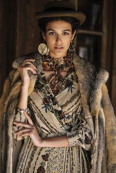 Amle Tribal Fashion, Boho Fashion, Fashion Beauty, Fashion Dresses, Womens Fashion, Fashion Design, Ethno Style, Gypsy Style, Bohemian Style