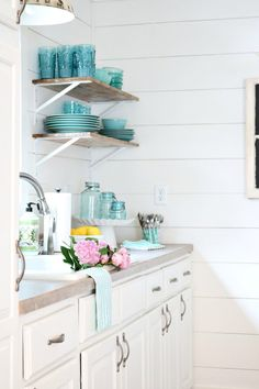 White shiplap and open shelves perfect for the farmhouse cottage look White Cottage, French Cottage, Coastal Cottage, Cottage Style, Cottage Farmhouse, Farmhouse Ideas, Farmhouse Style, Cottage Kitchens, Beach Kitchens