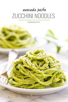 These RAW avocado pesto zucchini noodles are only 6 INGREDIENTS and they're packed with flavor + nutrition! All clean eating ingredients are used for this healthy vegetable recipe. Pesto Zucchini Noodles, Zucchini Noodle Recipes, Veggie Noodles, Quinoa Noodles, Avocado Pesto Pasta, Spinach Recipes, Vegan Recipes Videos, Vegan Recipes Easy, Raw Food Recipes