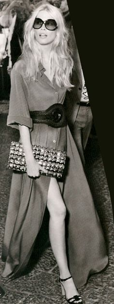 Claudia Schiffer in vintage. So stylish
