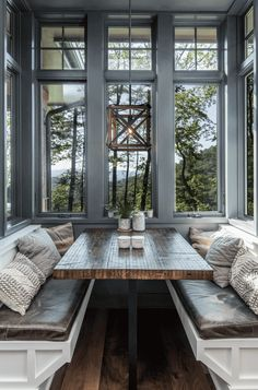 rustic-dining-room rustic house Inviting modern mountain home surrounded by forest in North Carolina Style At Home, Sweet Home, Modern Mountain Home, Mountain Home Interiors, Mountain Homes, Mountain House Decor, Mountain Living, Dining Room Design, Design Kitchen
